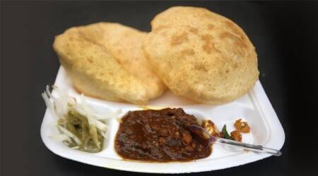 chhole bhature, halwai, street food, Delhi, kabuli chana, KT Achaya, The Illustrated Foods of India, Lizzie Collingham, Curry: A Tale of Cooks and Conquerors