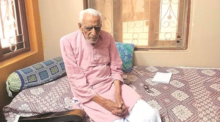 HS Doreswamy, HS Doreswamy freedom fighter, H S Doreswamy pakistani agent, H S Doreswamy fake freedom fighter, Vinoba Bhave, Vinoba Bhave Bhoodan movement, Bhoodan movement, indian express