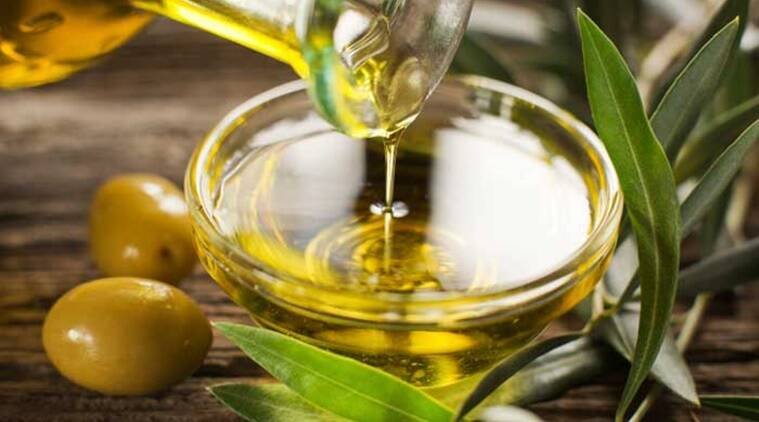 hair care, which oil to choose for hair, castor oil for hair, coconut oil for hair, tea tree oil for hair, argan oil for hair, oiling, what is the right way to oil hair, indianexpress.com, indianexpress, choose your hair oil, hair oil types, hair type and hair oil, hair oil for dry hair, dr pallavi sule,