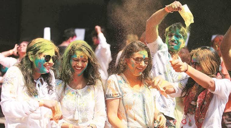 Mumbai Holi celebrations, coronavirus outbreak, Mumbai news, maharashtra news, indian express news