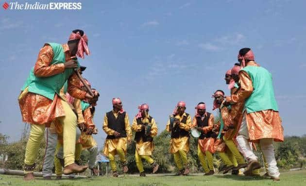 tribal holi, holi celebrations, gujarat holi, tribal holi celebration photos, navsari, india news, indian express