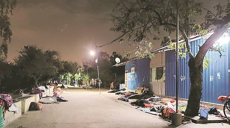 Delhi: Social distancing inside shelter but cramped outside