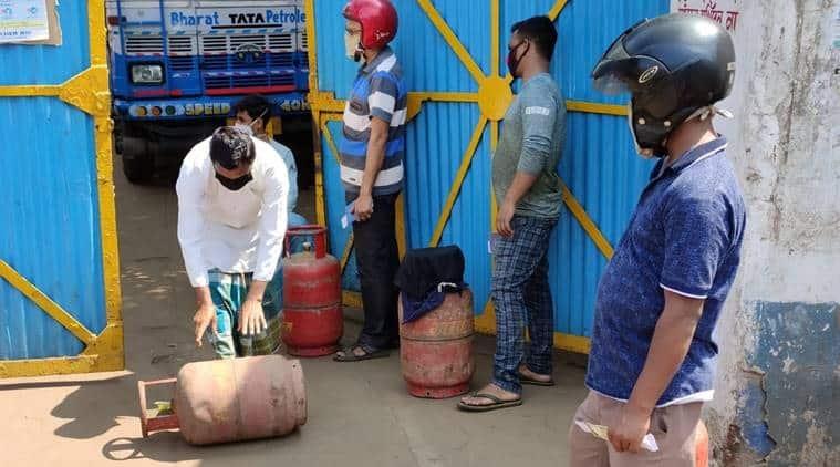 coronavirus lockdown, Delhi Police, passes for movement, delhi news, indian express news