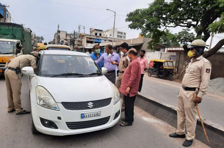 india coronavirus, checkposts india, coronavirus checkposts, coronavirus outbreak, covid-19 outbreak, chennai police, bengaluru traffic, hyderabad, traffic jam, india news, indian express