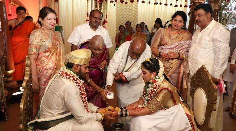 Kumaraswamy son's marriages, nikhil Gowda, Nikhil gowda wedding coronaviurs, Karnataka news, HD Kumaraswamy's son ties knot, HD Deve Gowda, Karnataka coronavirus, Karnataka lockdown, Karnataka social distancing marriage, JDS, coronavirus India, coronavirus india updates, coronaviurs india cases, coronavirus india news, coronavirus news, Indian express