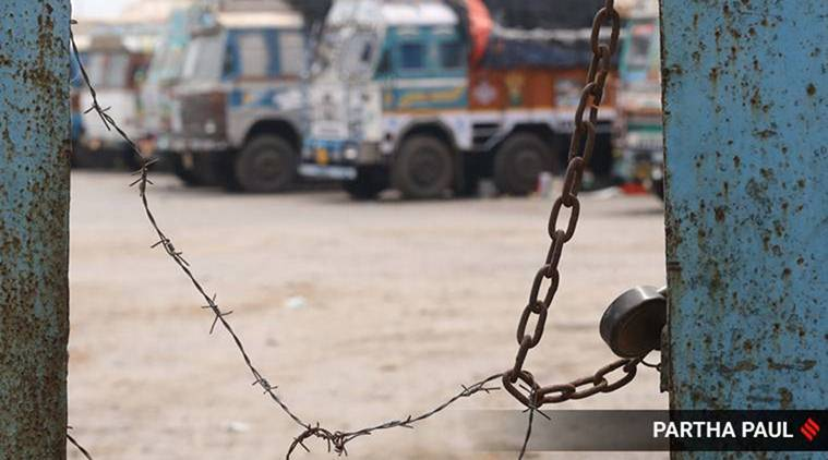 covid 19 india, India-Bangladesh Petrapole border, Petrapole border coronavirus lockdown, covid 19 Petrapole truck drivers, india lockdown, coronavirus, west bengal news, indian express news
