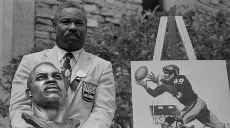Pro footballer Bobby, Bobby Mitchell dead, Hall of Famer Bobby Mitchell, Washington Redskins' first black player Bobby Mitchell