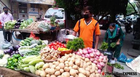 Maharashtra: Man offers vegetables for free to poor during lockdown