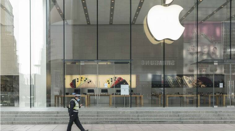 Apple tells staff US stores to remain closed until early May
