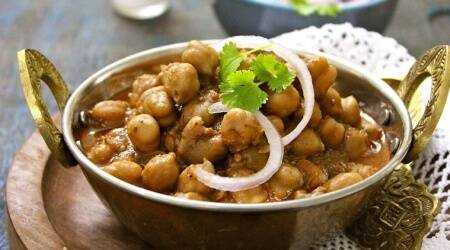 chole recipe, how to make chole recipe, perfect chole recipe, indianexpress.com, indianexpress, chole bhature, chole chawal recipe, north indian dish recipes, north indian spices, spicy gravy, mistakes in chole, how to make perfect chole,