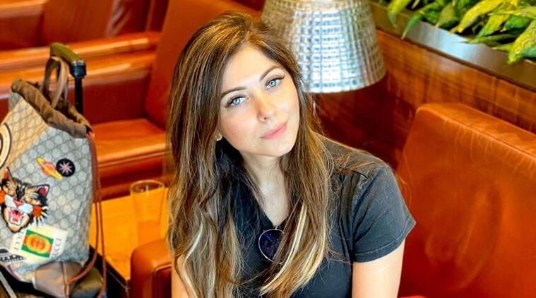 UP police serves notice to Bollywood singer Kanika Kapoor ...