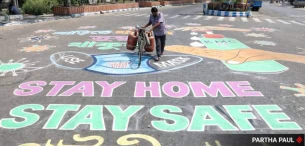 coronavirus, kolkata coronavirus, covid 19, graffiti, social distancing, indian express news