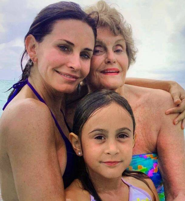 friends actor courteney cox on mother's day