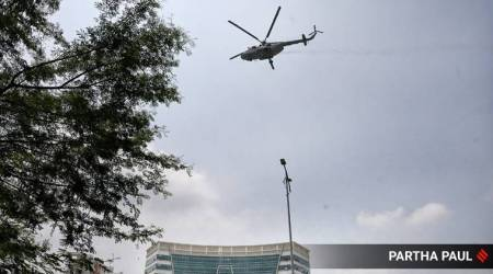 IAF chopper showers petals, IAF chopper showers petals on hospitals, showering petals, showering petals on hospitals, coronavirus fighters, COVID fighters, India news, Indian Express