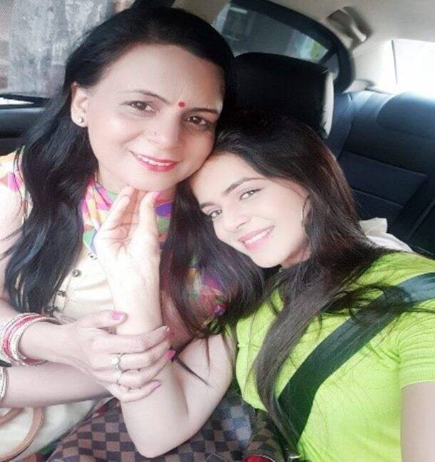 Jigyasa-Singh-with-Mother