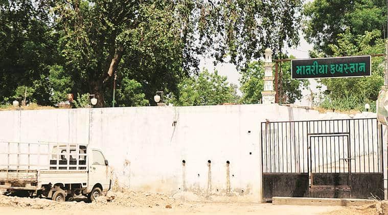 Coronavirus death, Covid 19 cases, burial ground, Vadodara news, Indian express news