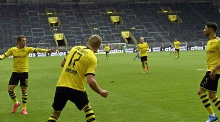 Borussia Dortmund win the Revierderby by a distance in front of empty Signal Iduna Park