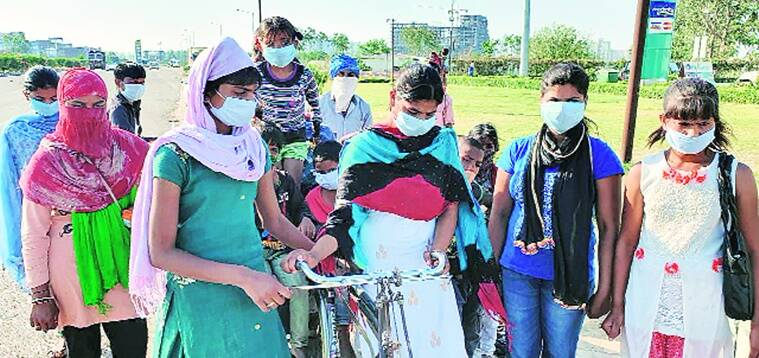Out of work and money, 'domestic helps', including two minors, start walking to Hardoi