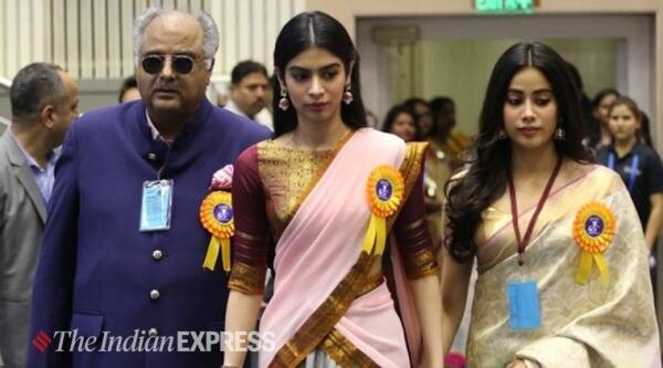 janhvi kapoor and khushi kapoor with boney kapoor
