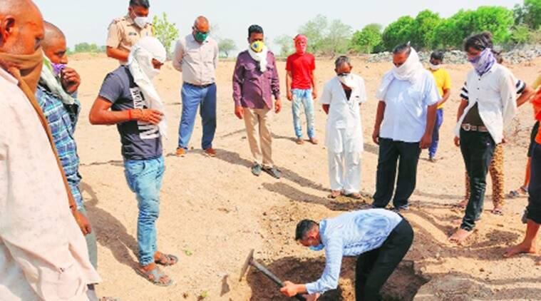 coronavirus, coronavirus outbreak, sub-divisional officer in rajasthan, sub-divisional officer in rajasthan performs last rites of baby, indian express news