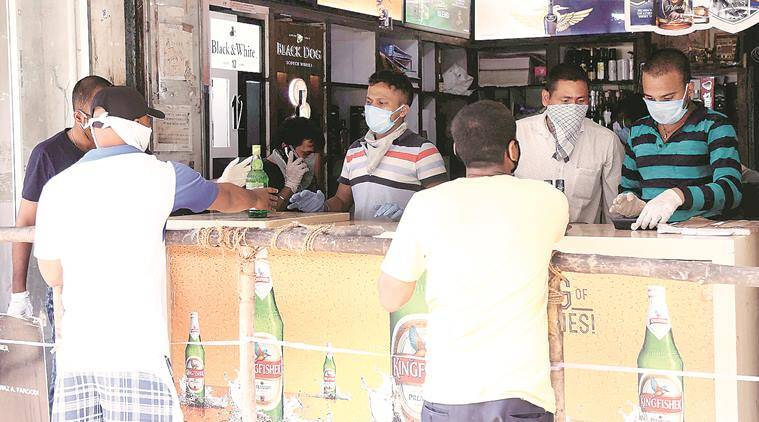 liquor shops, Maharashtra lockdown, coronavirus crisis, Mumbai news, indian express news