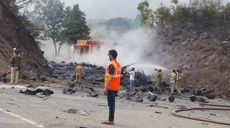 J&K: Driver's presence of mind saves the day as truck carrying LPG cylinders catches fire