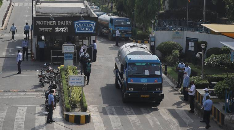 Coronavirus, India Lockdown, Mother Dairy, Mother Dairy plant delhi, Mother Dairy milk supply, supply of esential goods, Coronavirus milk supply mother dairy, indian express