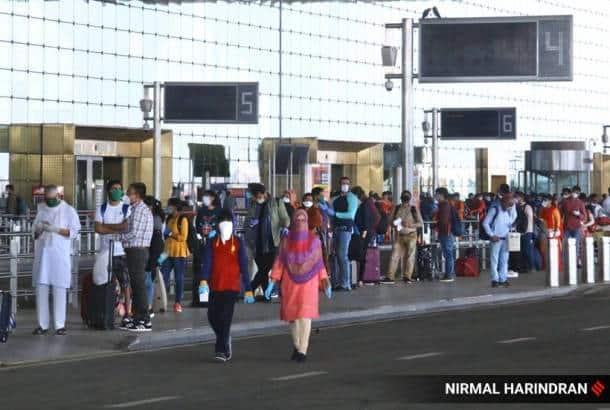 flights, domestic flights, domestic flights today, mumbai airport, delhi airport, india lockdown, coronavirus, indian express news