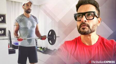 bicep workout, rohit roy, fitness goals, fitness inspiration, indianexpress.com, indianexpress, upper body workout, EZ curl bar,