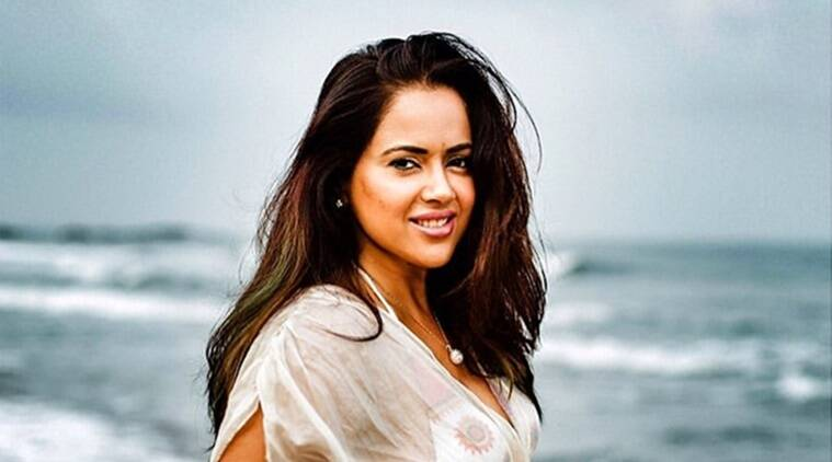 sameera reddy, hair care, hair pack, hair woes, simple tips for hair care, hair massage, messy hair, indianexpress.com, indianexpress, hair oil, how to oil hair, how to take care of hair, banana hair mask, banana for hair, sameera reddy news, messy mama, sameera reddy pics,