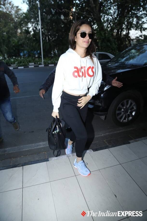 Shraddha Kapoor, Shraddha Kapoor fashion, Shraddha Kapoor airport looks, Shraddha Kapoor fashion style, Shraddha Kapoor pictures, indian express news