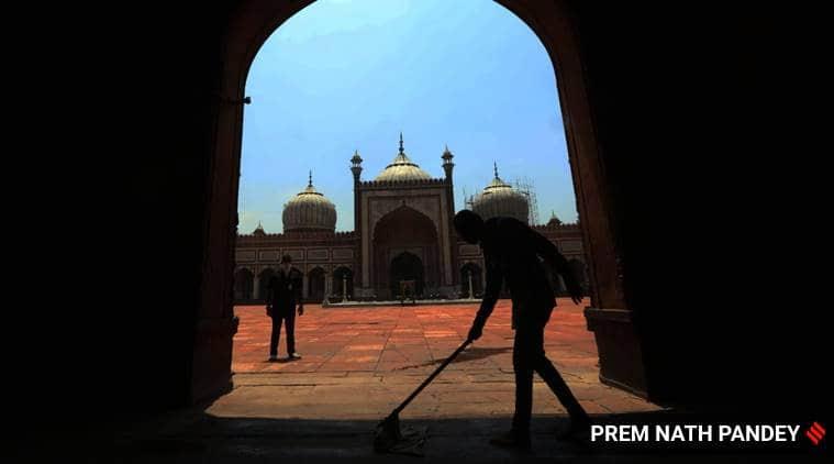 jama masjid shutdown, imam closes down jama masjid, no prayers in jama masjid till june 30, covid 19 lockdown, delhi jama masjid, indian express