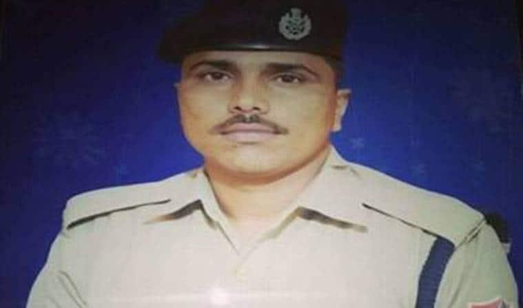 RPF constable delivers milk, RPF constable delivers milk in running train, RPF constable milk delivery, India news, Indian Express