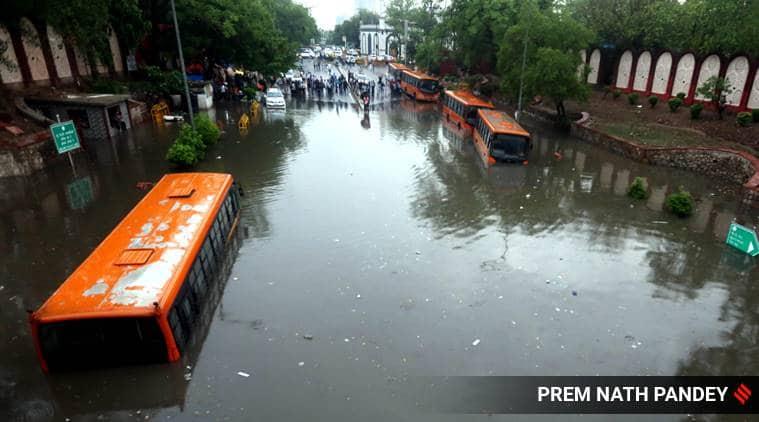 Minto Bridge, Minto Bridge floods, Minto Bridge waterlogging, Delhi news, Delhi rains, Delhi floods, Delhi rains video, Minto road railway bridge