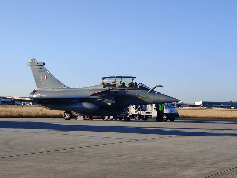 India uses arrival of French Rafale jets to warn China