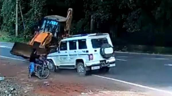 car accident viral video, mahindra bolero, twitter, Kerala, trending, indian express, indian express news
