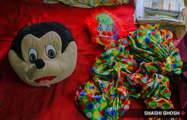 kolkata news, kolkata lockdown, mickey mouse, west bengal coronavirus cases, clown job, kolkata photos, indian express