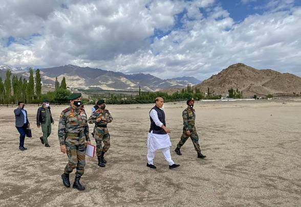 Rajnath Singh, Rajnath Singh Leh visit, Rajnath Singh in Leh, Rajnath Singh Defence Minister, Defence Minister Rajnath Singh, Rajnath Singh on India China border dispute, India China border dispute, Galwan valley clashes, Galwan Faceoff, India news, Indian Express