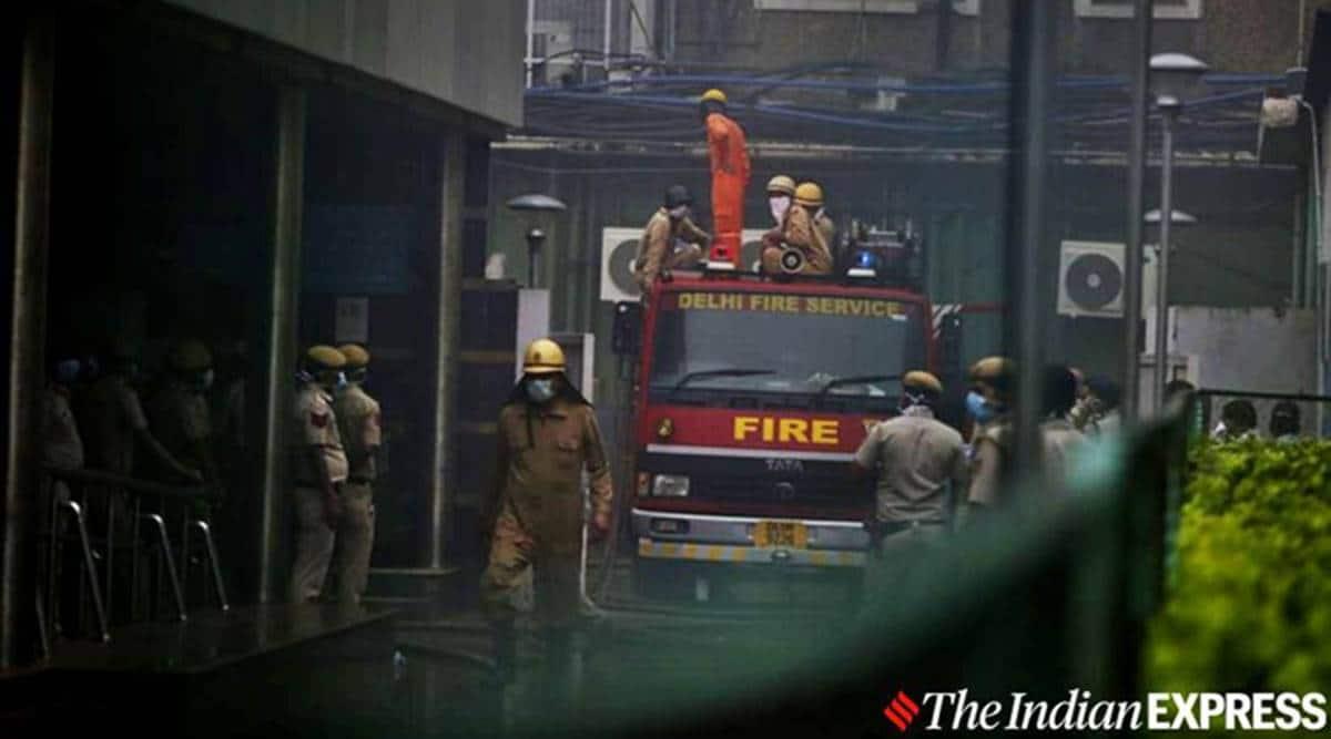 Mumbai fire, worli building fire, Sterling Seaface worli, Mumbai high-rise fire, Mumbai news, indian express