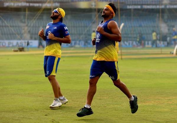 Suresh Raina, Raina reurns to India, IPL 2020, Suresh Raina IPL, CSK team, Chennai Super kings, Coronavirus, MS Dhoni, Raina's Absence impact on CSK, Sports news, Explained sports, Express explained