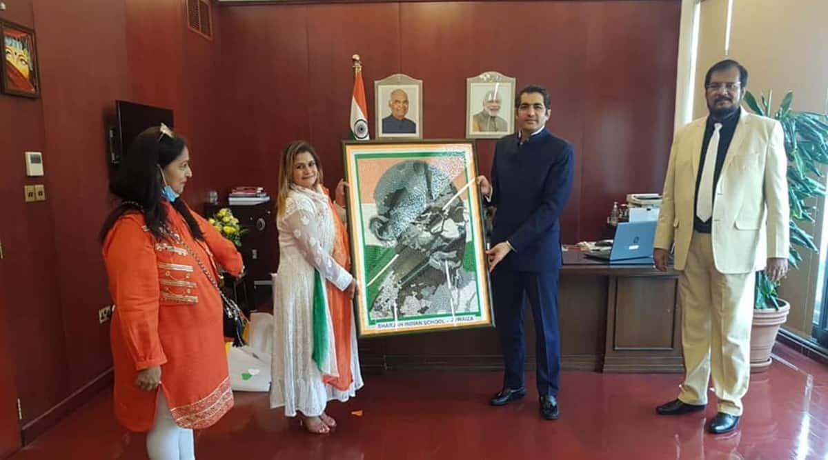 independence day, 74 independence day, teacher create gandhi portrait using buttons, dubai teacher gandhi button portrait, indians in dubai, viral news, indian express