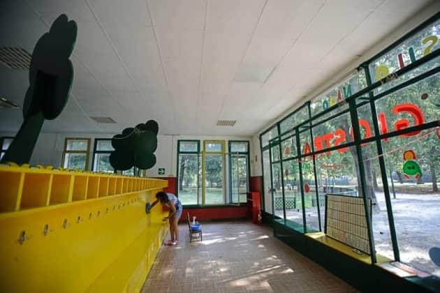 europe schools open amid covid-19, europe school photos, europe news, coronavirus outbreak, coronavirus latest news, covid vaccine, social distancing in schools, world news, indian express