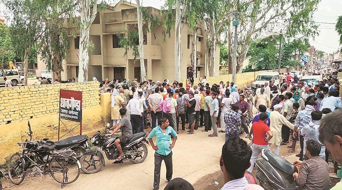 iglas mla Rajkumar Sahyogi, up police, up mla manhandled, Vishwa Hindu Parishad, up news, Uttar Pradesh police, UP CM Yogi Adityanath, Gonda police station, indian express