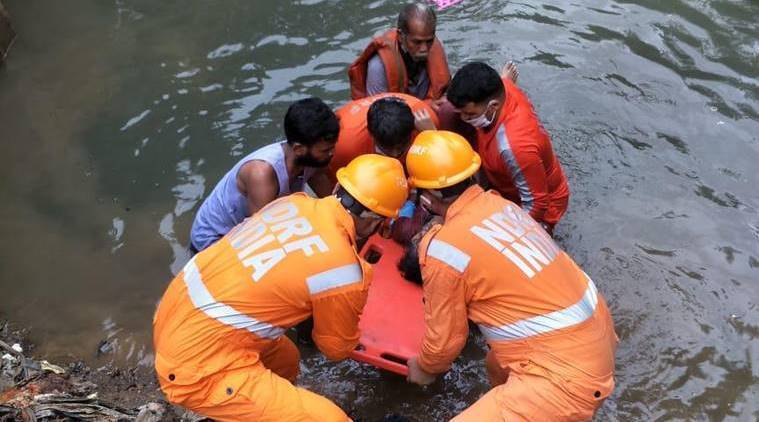 mumbai rains, mumbai rains waterlogging, local trains mumbai rains, mumbai rains, mumbai news, latest news