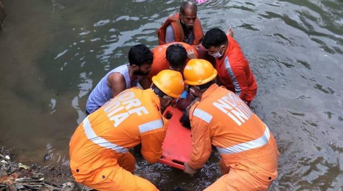 mumbai rains, mumbai rains waterlogging, local trains mumbai rains, mumbai rains, mumbai news, latest news