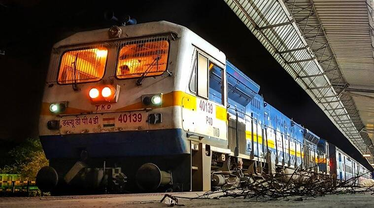 Mumbai trains, mumbai local trains, khar society mumbai train noise, mumbai train honking noise, mumbai train honking, mumbai bandra station, mumbai city news, indian express news