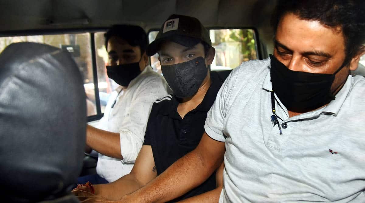 rhea chakraborty, rhea chakraborty brother arrested, Showik Chakraborty, Showik Chakraborty arrested, Showik Chakraborty court, sushant singh rajput drugs case