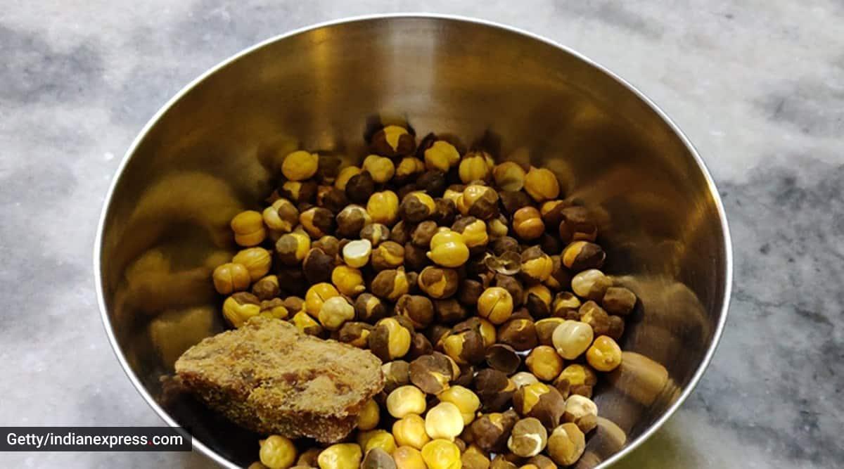 gur chana, gur chana benefits, indianexpress.com, immunity booster, post workout snack, gur chana for hairfall, protein snacks, jaggery and chana, dr dixa bhavsar, ayurveda, indianexpress,