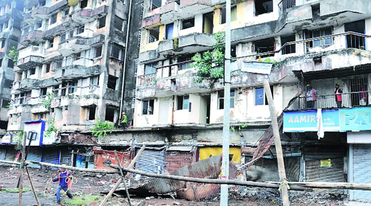 surat labourers death, surat labourers die due to balcony collapse, surat balcony collapse, surat labourer death, Indian express news