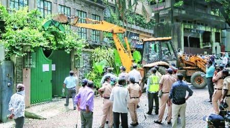 kangana ranuat, bmc, bombay hc, kangana ranaut office demolition, kangana ranuat 2 crore rupees damage compensation, kangana ranaut rs 2 crore, mumbai city news
